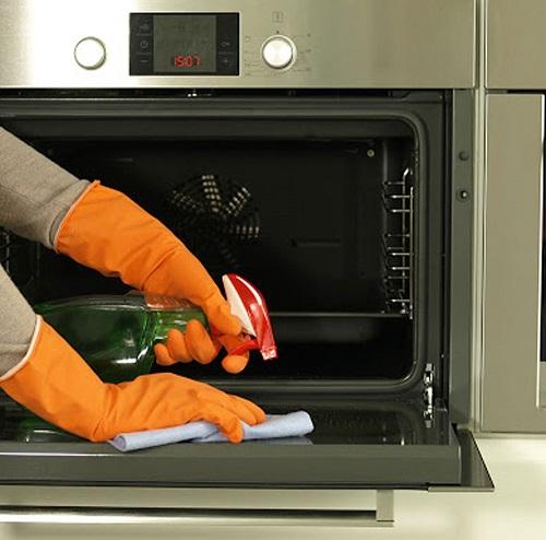 آسانترین راه برای تمیز کردن فر چیست؟